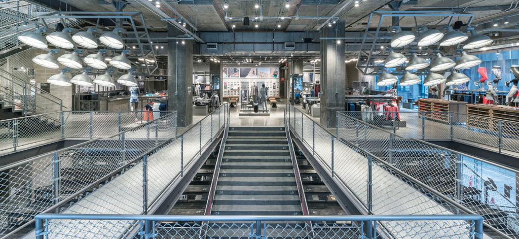 """Innenansicht vom Brand Flagship Store """"Adidas NYC"""" in New York"""