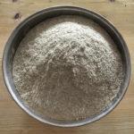 Zu Vollkornmehl gemahlenes Getreide