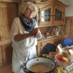 Roswitha Huber gibt Tipps zur Hefeteigzubereitung